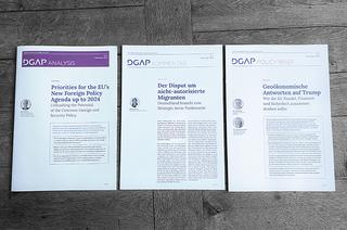 Drei Print-Publikation der Deutschen Gesellschaft für Auswärtige Politik nebeneinander liegend